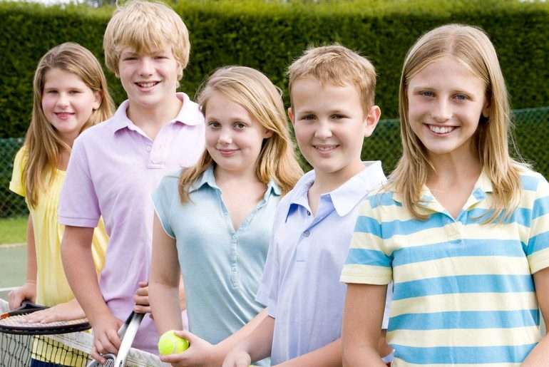 Private Tennis Coaching vs Group Tennis Lessons